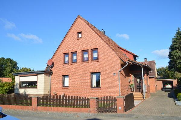 31556 Wiedenbrügge - Zweifamilienhaus auf einem wunderschönen Grundstück